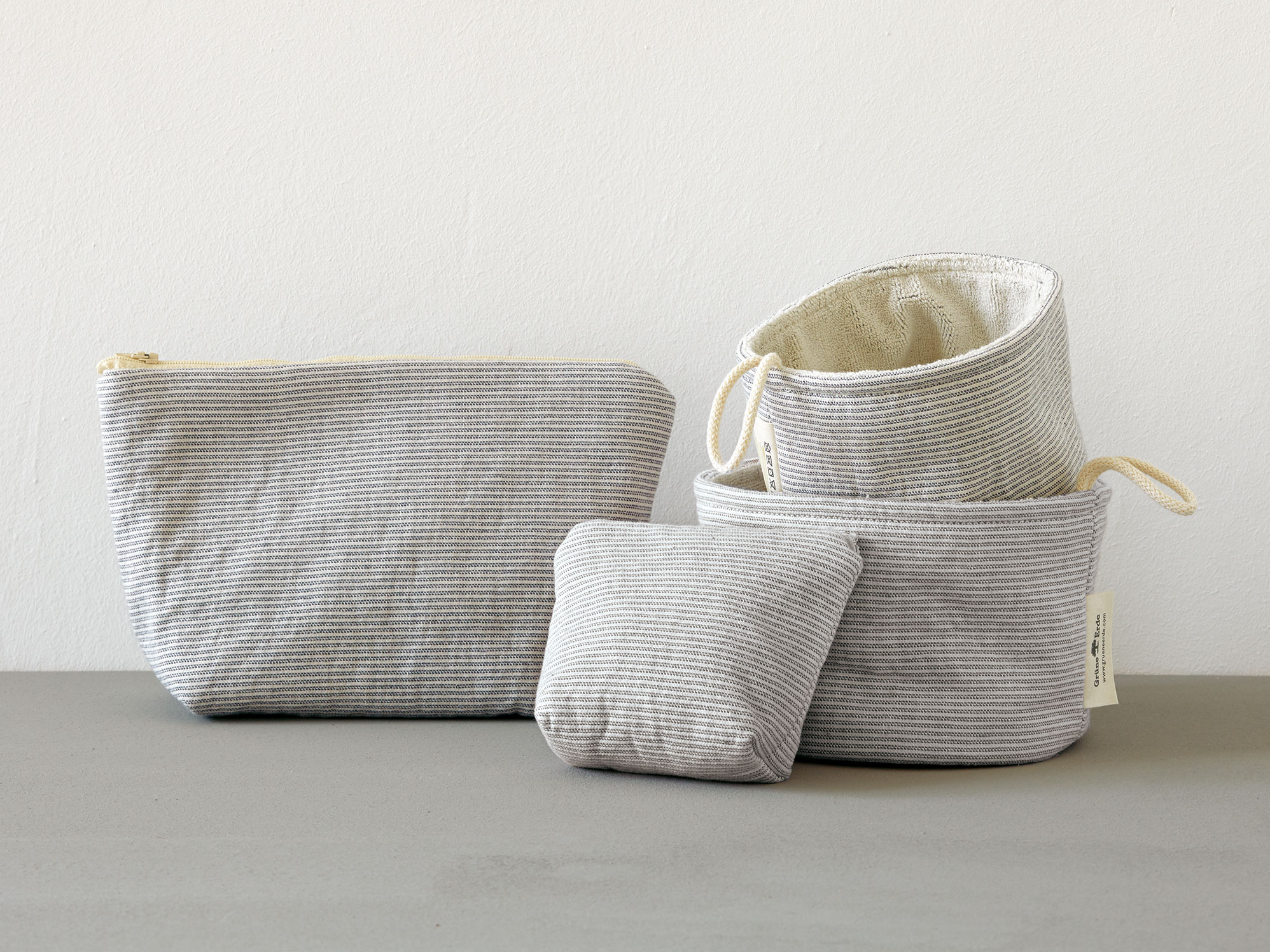 badezimmerkorb aus gestreiftem einseitigen stoff gr ne erde. Black Bedroom Furniture Sets. Home Design Ideas