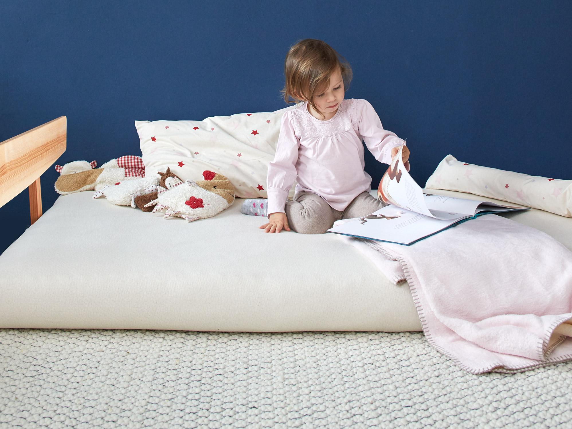 kinderbett matratze 90x200 with kinderbett matratze. Black Bedroom Furniture Sets. Home Design Ideas