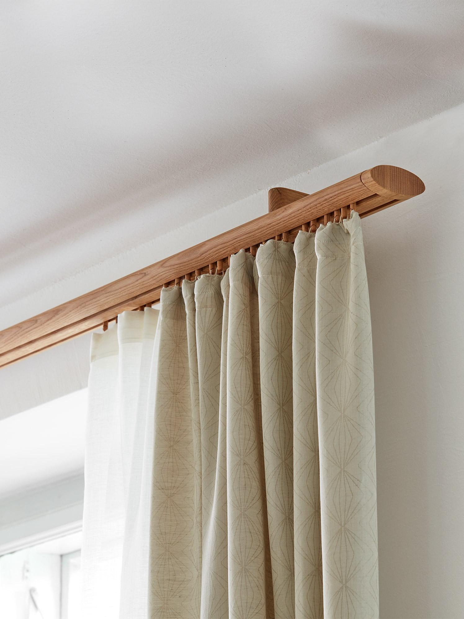 halterung listello f r vorhangstange oval buche gr ne erde. Black Bedroom Furniture Sets. Home Design Ideas