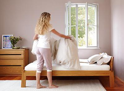 pflege von kissen und decken gr ne erde. Black Bedroom Furniture Sets. Home Design Ideas