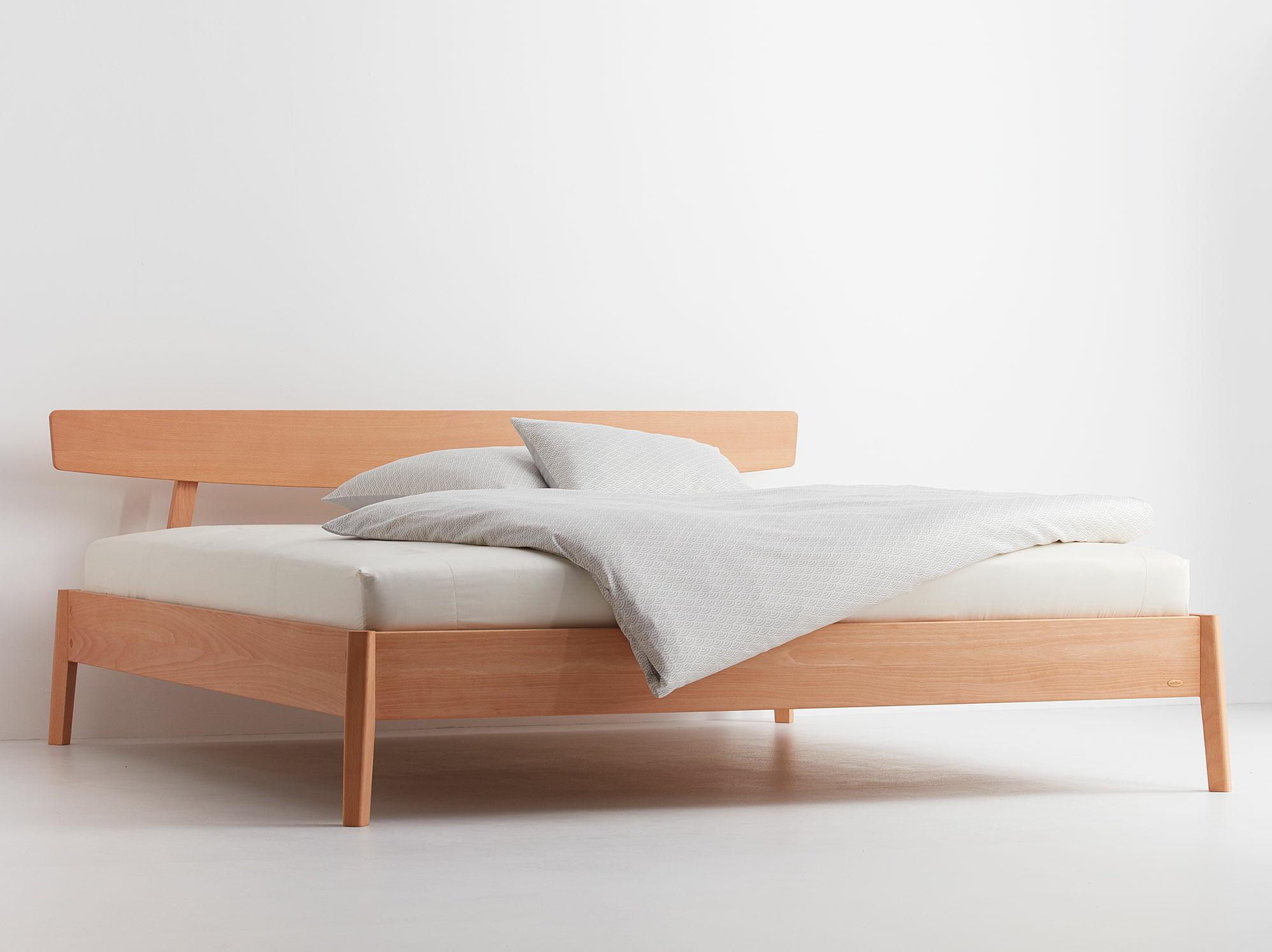 bett arne mit kopfhaupt gr ne erde. Black Bedroom Furniture Sets. Home Design Ideas