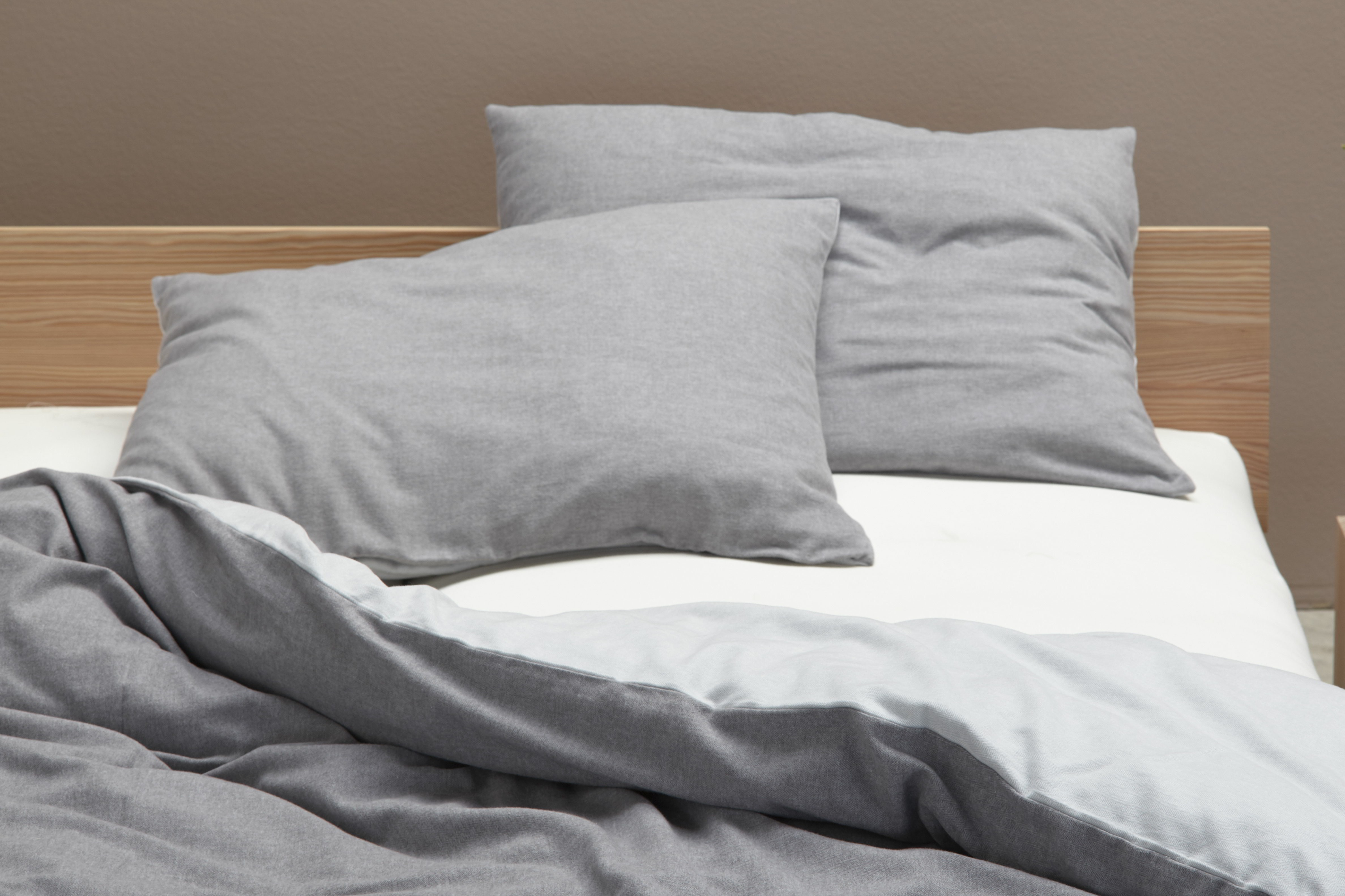 set kissen und decken berzug almin taupe gr ne erde. Black Bedroom Furniture Sets. Home Design Ideas